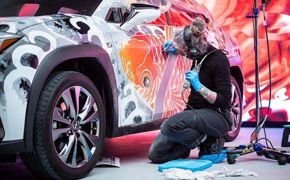 Lexus dünyanın ilk dövmeli aracını tanıttı