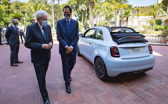 Elektrikli Fiat 500 İtalya'nın zirvesine tanıtıldı
