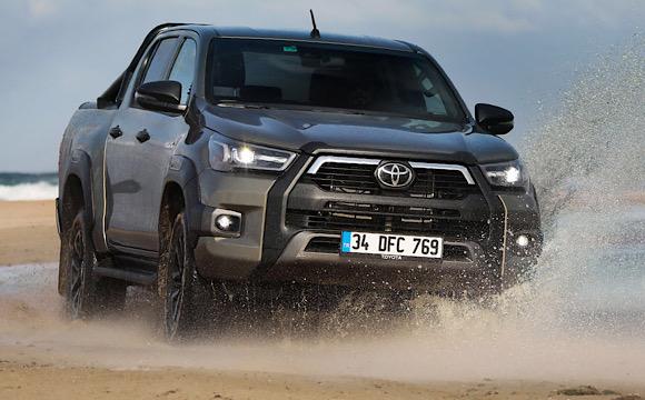 Yeni Toyota Hilux iddialı geldi