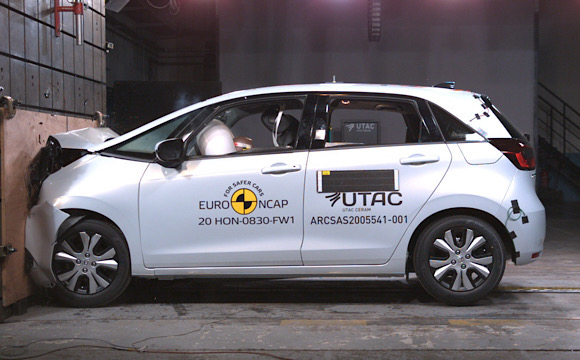Hibrit teknolojili yeni Honda Jazz'a 5 yıldız