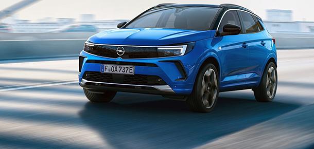 Opel'in kompakt SUV modeli makyajlandı