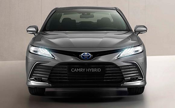 Makyajlı Toyota Camry satışa sunuldu